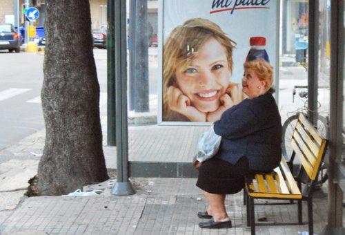 Ingrassa 20kg aspettando il filobus, l'amara storia della signora Angela