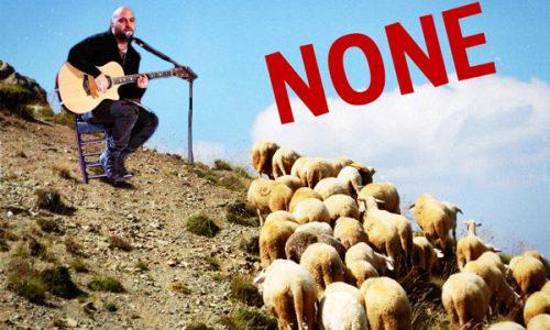 La bufala del concerto di Giuliano Sangiorgi tra le pecore