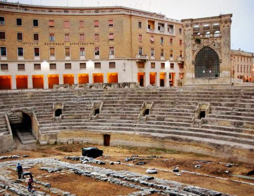 Scoperta necropoli messapica sotto l'anfiteatro, è la Porta del Purgatorio?