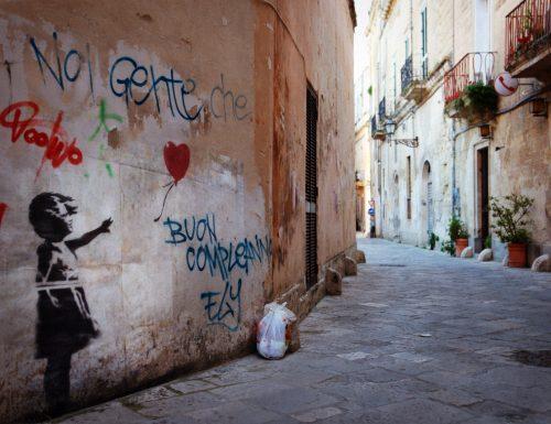 Banksy a Lecce. La ragazza col palloncino è virale.