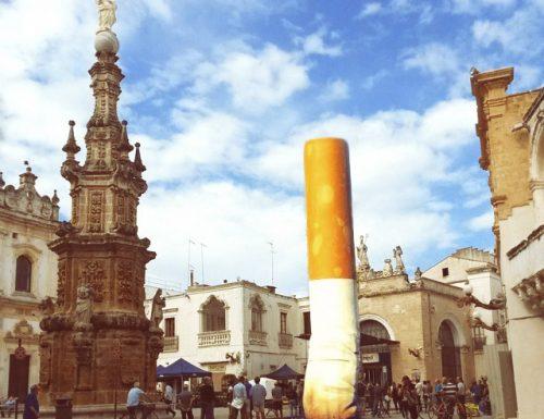 Rimozione della statua sigaretta a Nardò:  i cittadini sono divisi ma non perdono la pazienza