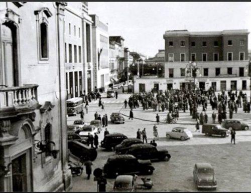 Settant'anni di aneddoti e culacchi, ma la piazza di Lecce raccoglie ancora consensi