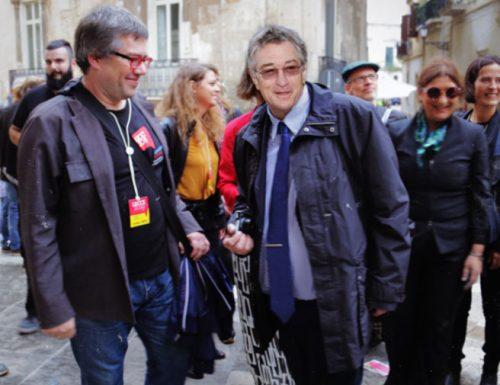La visita a sorpresa di Robert De Niro nella giornata dell'Utopia a Lecce