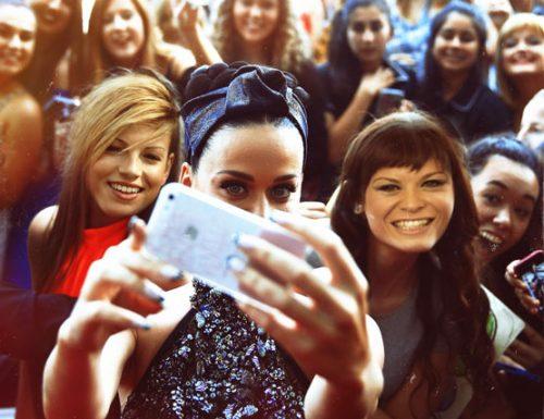 Katy Perry a Londra, selfie pazzesco con Amoroso e Marrone
