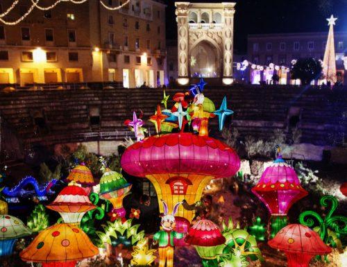 Svelato al pubblico il nuovo presepe dell'anfiteatro di Lecce ispirato a Chinatown