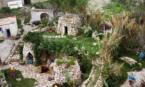 A sorpresa nell'anfiteatro di Lecce nasce un Gesù Bambino di pasta di mandorle