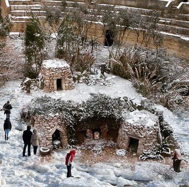 Anfiteatro di Lecce innevato e per l'occasione viene riaperto al pubblico
