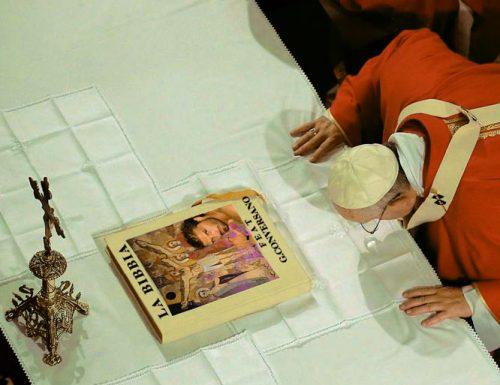 Papa Francesco ai salentini: non avere paura di pregare in dialetto