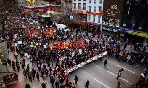 Slogan e striscioni in strada a New York e sono quasi 10mila i salentini americani