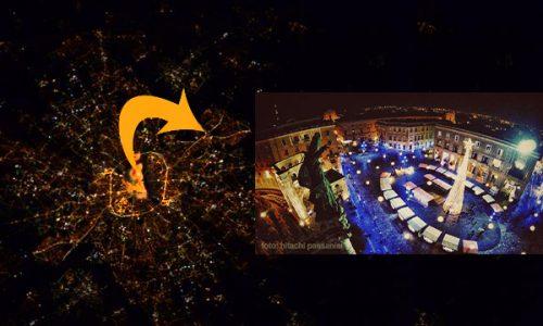 L'albero di luminarie da Guiness di Piazza Sant'Oronzo si vede dallo spazio