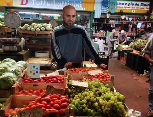 Sorpresa al mercato ortofrutticolo di Lecce, li zanguni te li vende Sangiorgi