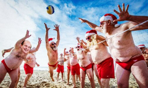 Natale a Gallipoli, clima estivo e beach volley in spiaggia