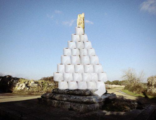 A Sanarica l'albero di Natale di carta igienica più alto del mondo