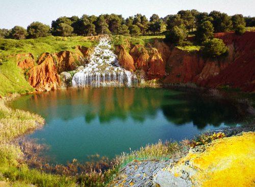 Riapre a Otranto la cascata rosea delle Cave di Bauxite, fu dismessa nel '75 senza attenuanti