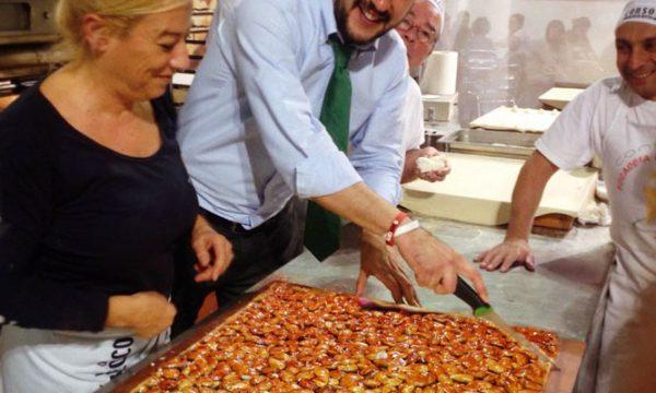 Salvini innamorato della cupeta, abbastanza buona per essere mangiata da un milanese