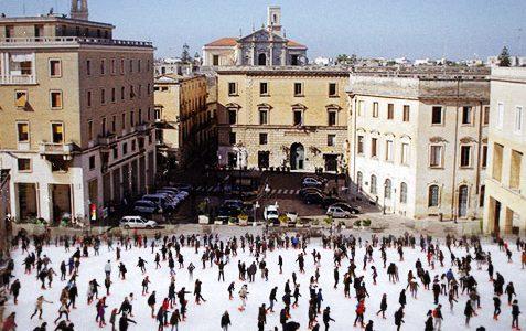 Piazza Sant'Oronzo, torna a Lecce la pista di ghiaccio più grande del Sud Italia