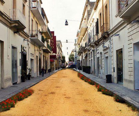 Via l'asfalto da via Trinchese, a Lecce parte la sperimentazione ecologica delle strade