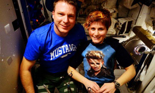 AstroSamantha cambia look, il taglio di capelli dedicato a Emma Marrone