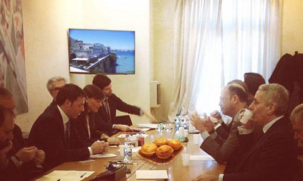 Incontro Renzi Alfano, il premier si gioca una guantiera di pasticciotti per il Quirinale