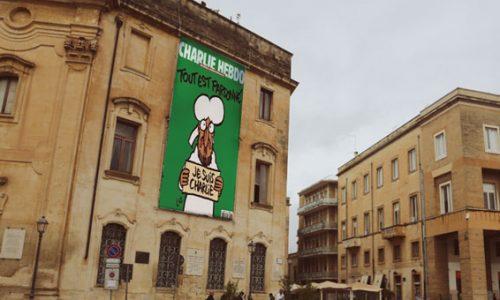 Charlie Hebdo arriva in Italia, Lecce pubblica in piazza la nuova copertina