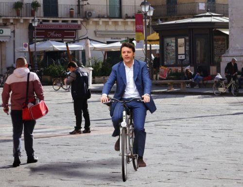Matteo Renzi fa quarant'anni e si regala un colazione super in piazza Sant'Oronzo