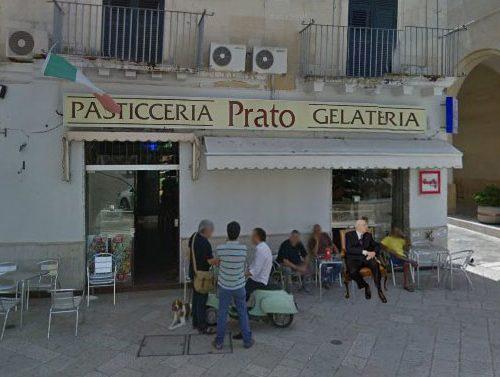 Il giorno dopo le dimissioni, Napolitano fa colazione al Bar Prato con gli amici di sempre