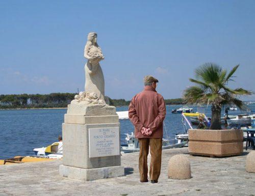 San Valentino amaro a Porto Cesareo, la statua dell'Arcuri torna single