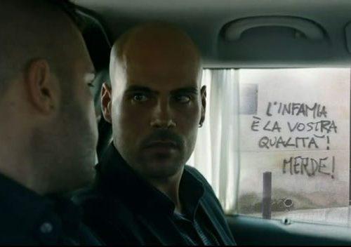 #GomorraLaSerie: Il web salentino si divide sul cameo delle scritte contro il Quotidiano