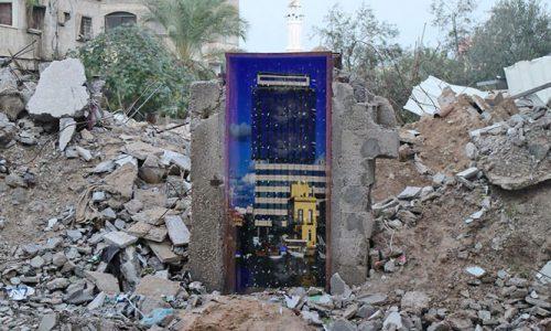 Banksy porta la bellezza del Salento tra le rovine di Gaza