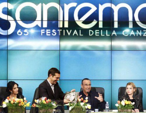 Sanremo2015, Tsipras regala un cd di Emma Marrone a Emma Marrone