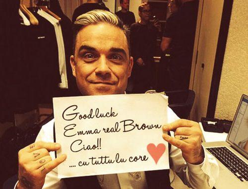 Robbie Williams compie 41 anni e saluta la nostra Emma Marrone sui social