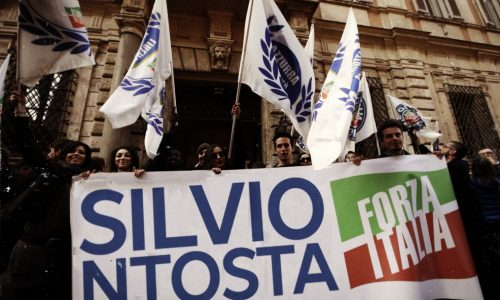 Berlusconi assolto, anche i salentini festeggiano a palazzo Grazioli