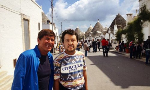Salvini-Morandi, dopo la lite il selfie pacificatorio tra i trulli salentini