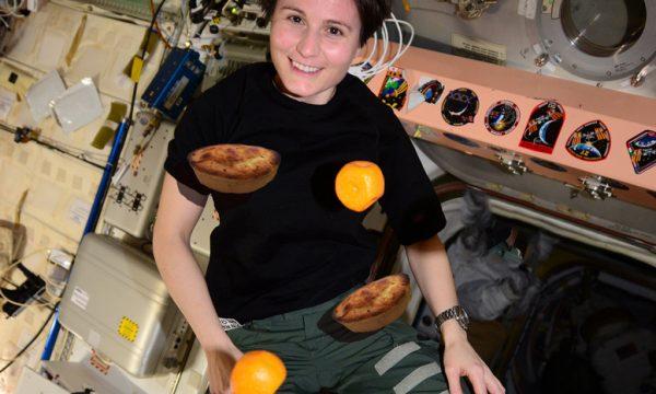 Pasticciotti e arance volanti, così festeggia Samantha Cristoforetti