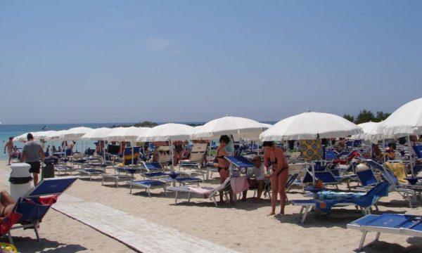 Regionali Puglia: Mammata oltre al vitalizio rinuncia all'ombrellone di Porto Cesareo