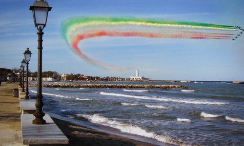 Scie chimiche colorate nella baia di San Cataldo, salta il comizio elettorale di Mammata