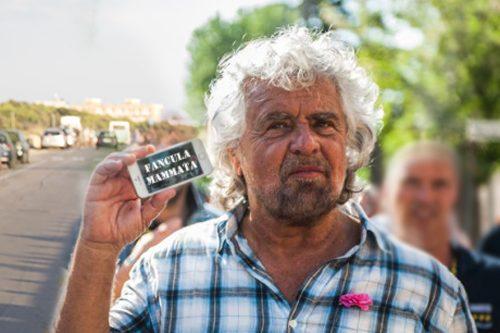"""Beppe Grillo face questioni a Gallipoli per la candidata più popolare: """"Vaffanculo a Mammata"""""""