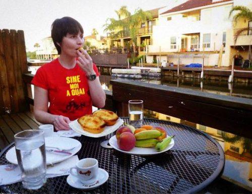 AstroSamantha non dimentica le vecchie abitudini, sulla Terra la colazione è salentina