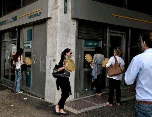 Caos Grecia: Soldi terminati, i bancomat erogano tamburelli