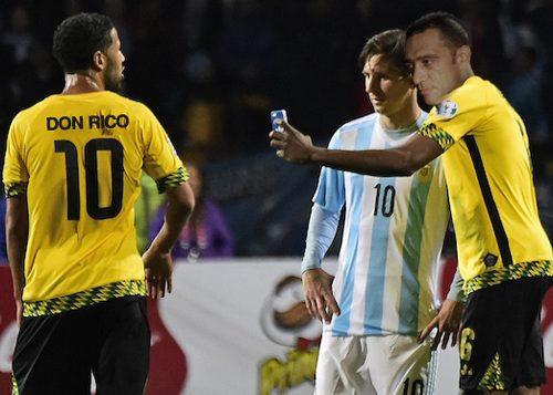 Il selfie virale tra Nandu Popu e Messi in Argentina-Giamaica