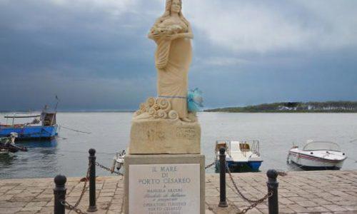 Miracolo a Porto Cesareo, la statua di Manuela Arcuri è incinta