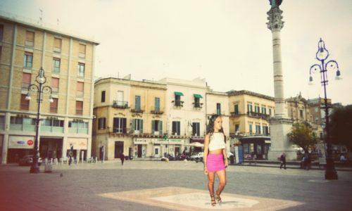 Rihanna shock nel nuovo video, passeggia sulla lupa di Piazza Sant'Oronzo