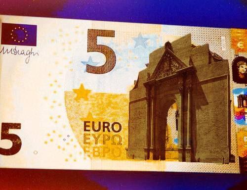 La Banca Centrale Salentina non stamperà più i 5 euri di Porta Napoli
