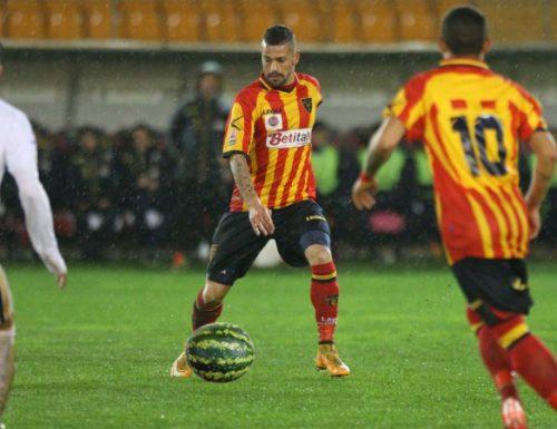 Lega Pro: il Lecce si allena sotto la pioggia con i sargenischi di Nardò