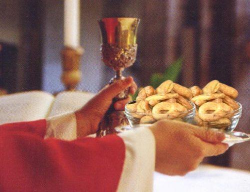 """Eucarestia, nuova rivoluzione di Papa Francesco: """"Tarallucci e mieru!"""""""