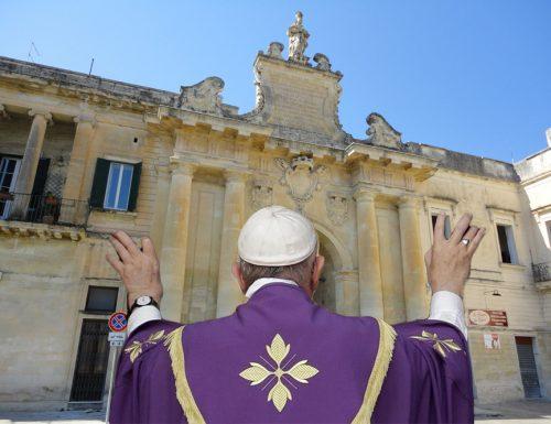 """Il Papa apre la Porta San Biagio. Inizia il """"Giubileo Salentino"""""""