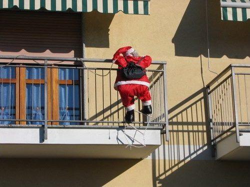 C'è crisi: Babbo Natale ruberà ai bambini di Lizzanello per fare doni a quelli di Merine