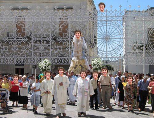 Cursi: La processione della Madonna di Tom Cruise apre la Settimana Spierta