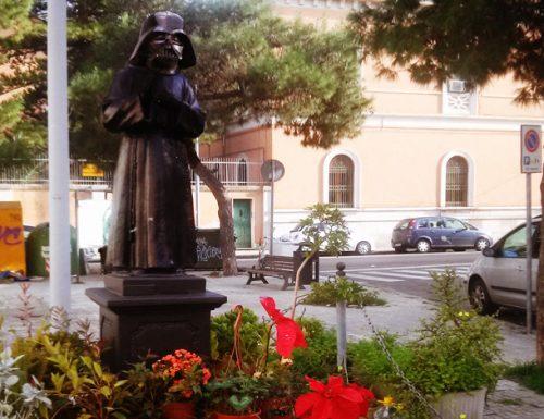 Lecce: Anche Padre Pio si unisce al lato oscuro della Forza