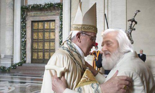 Abbraccio fra il Papa e Millelire, dalle 23 inizia l'Happy Hour del Giubileo